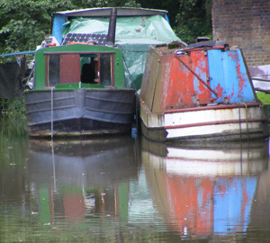 some of SOMA members live on narrow boats similar to these photographed on the Oxford Canal at Wolvercote.